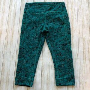 Lululemon turquoise/black capri leggings